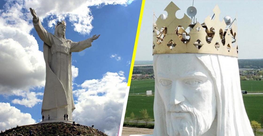 Estatua de Cristo Rey con señal de internet