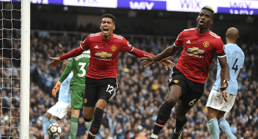 Con espectacular remontada, Manchester United retrasó el título del Manchester City