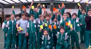 Escuela en España tiene una actividad extraescolar de arbitraje de futbol para niños de primaria