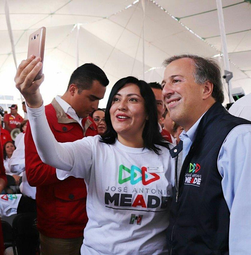 ¿Otra vez tú? Ochoa Reza le pone ropita con lema electoral a su bebé y lo presume en redes sociales