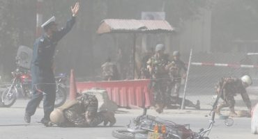 Le apuntan a niños y periodistas: tres ataques en Afganistán dejan decenas de heridos