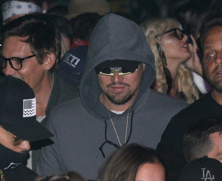 ¡Que alguien nos explique a Leonardo DiCaprio y sus lentes 3D en Coachella!