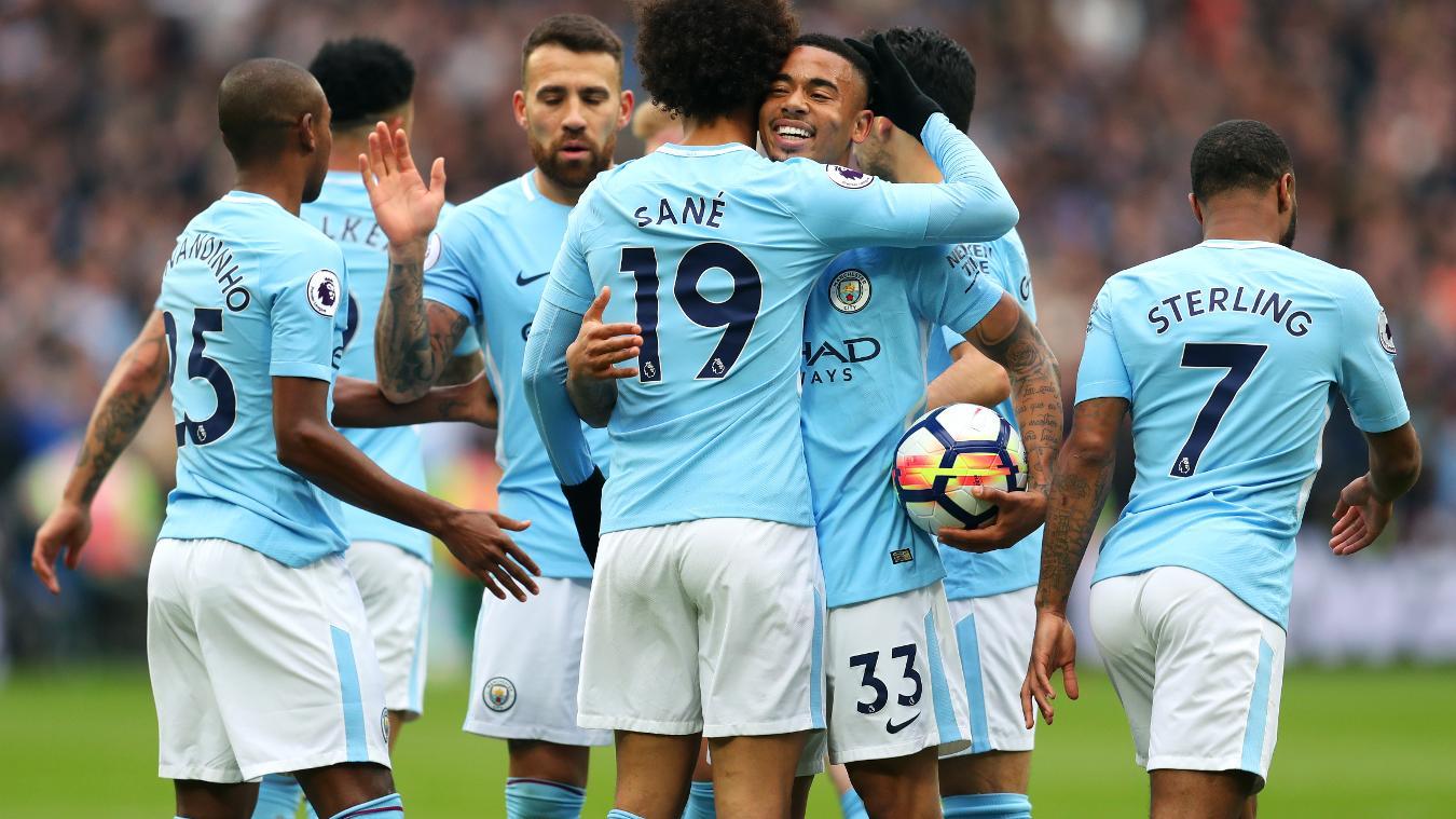 El Manchester City le pasó por encima al West Ham, Chicharito entró de cambio