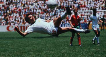 Manuel Negrete venció a Pelé y avanzó a los cuartos de final del mejor gol en un Mundial