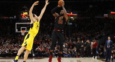 Con 45 puntos, LeBron James pone a los Cavs en semifinales