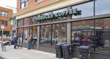 Starbucks pagará la universidad de los dos hombres arrestados sin razón en Estados Unidos