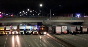 ¡Héroes anónimos! 13 traileros se formaron debajo de un puente para impedir un suicidio