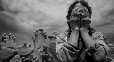 """""""La imagen es de Andrea Islas García, campesina, ciega posiblemente por cataratas que vivía como miles de campesinos por la pobreza en el campo resultado de los diversos gobiernos del PRI, la imagen es de 1994 durante el gobierno de Carlos Salinas de Gortari. Mac 1994"""