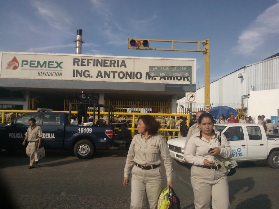 Detienen a 39 empleados de Pemex por robo de combustible en Guanajuato