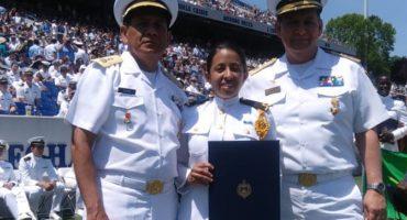 ¡Orgullo! Mexicana se gradúa de la academia naval de Estados Unidos, en presencia de Trump