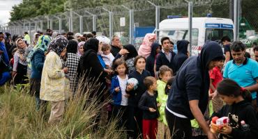 Hungría proyecto contra migrantes ilegales