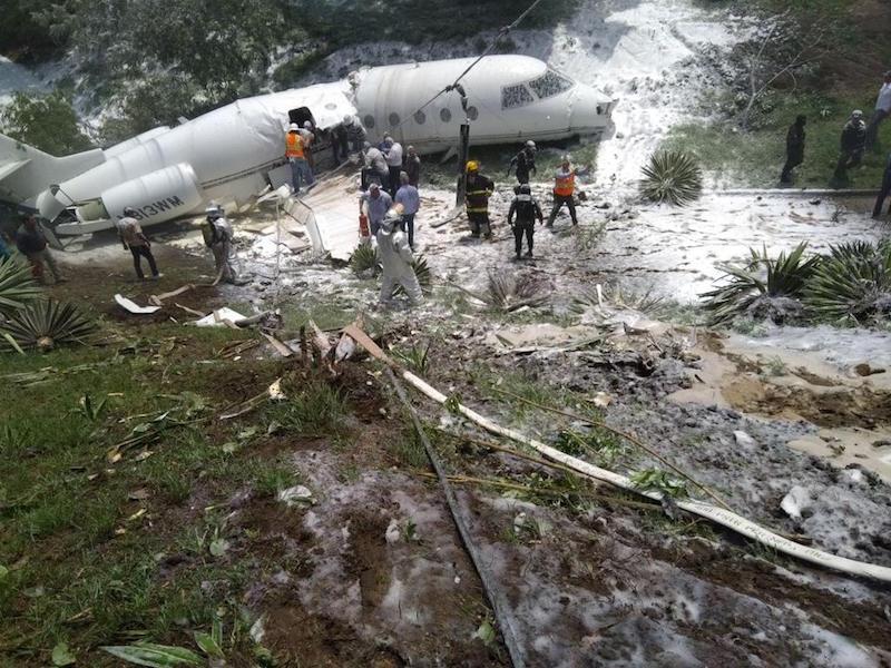 Se estrella avión en Honduras, hay al menos seis heridos