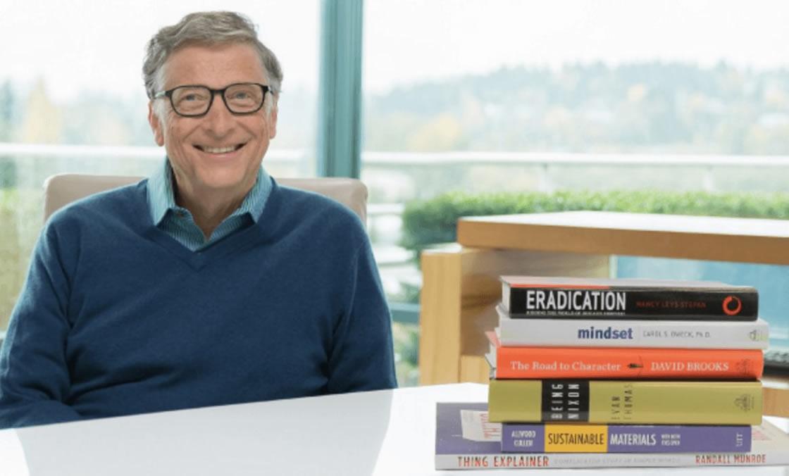 Fundador de Microsoft leyendo