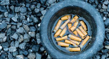 ¡Aplausos! Egresado de la UNAM fabrica papel con las colillas de cigarros