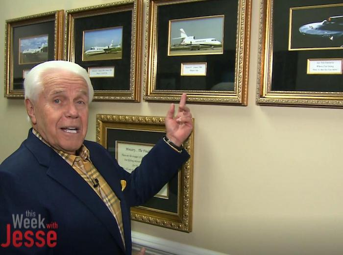 Pastor evangélico pide millones por un avión