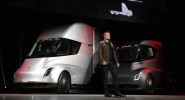 Demandan a Elon Musk por supuestamente volarse el diseño de su camión eléctrico
