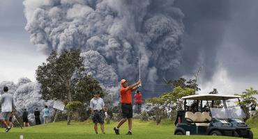 ¿Jugar golf mientras el Kilahuea hace erupción? ¿Por qué no? 🤔
