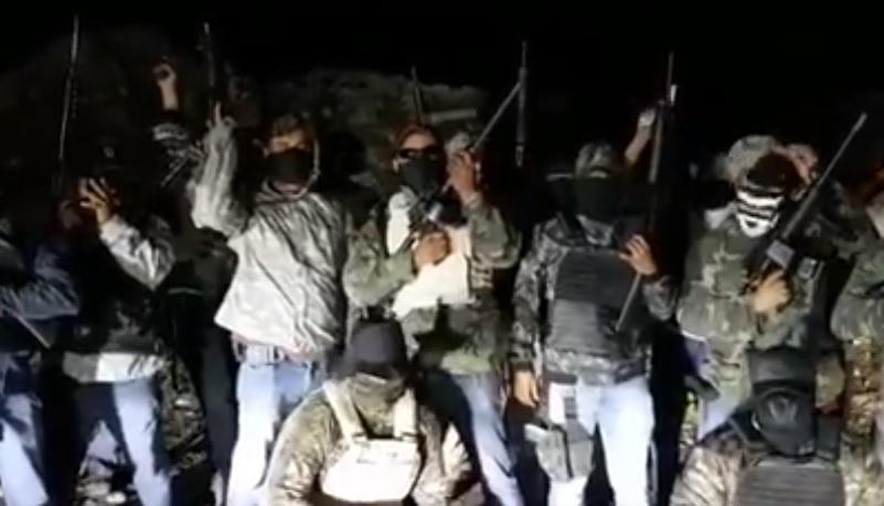 Grupo armado amenaza autoridades en Oaxaca