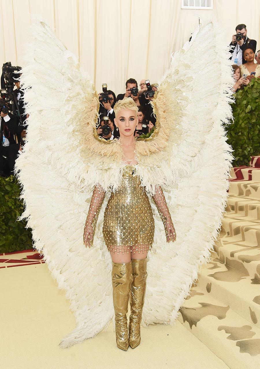 Rihanna saca su Papa interior y Katy Perry las alas (not kidding) en la Met Gala 2018