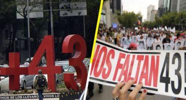 A 44 meses de la desaparición de 43 estudiantes de Ayotzinapa, sus familiares marchan en la CDMX