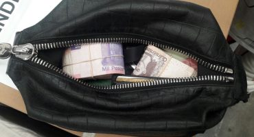 No todos son iguales: Policía capitalino devuelve 100 mil pesos que se encontró en la GAM