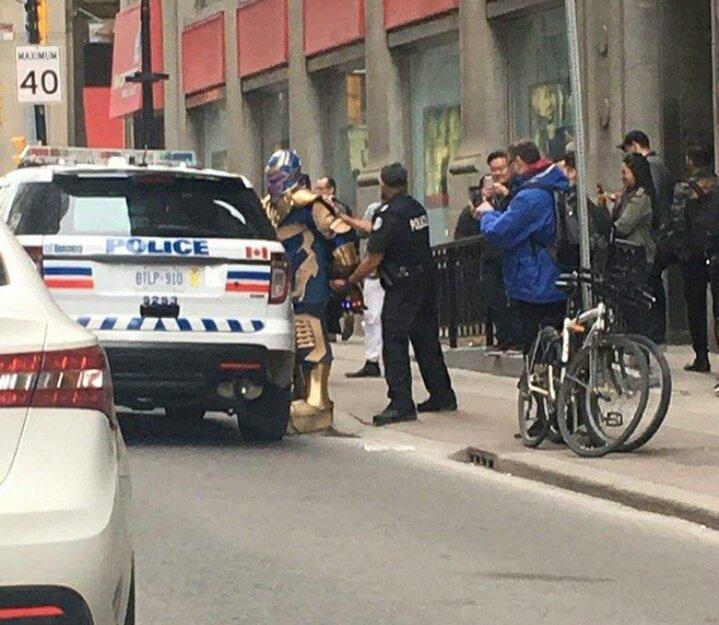 KHÉ?! La policía de Toronto arrestó a Thanos (Bueno, algo así)