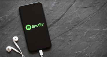 Piden a Spotify dejar de promocionar artistas acusados de violencia sexual