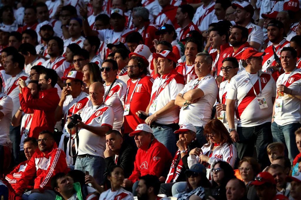 Afición peruana en el Peru vs Dinamarca