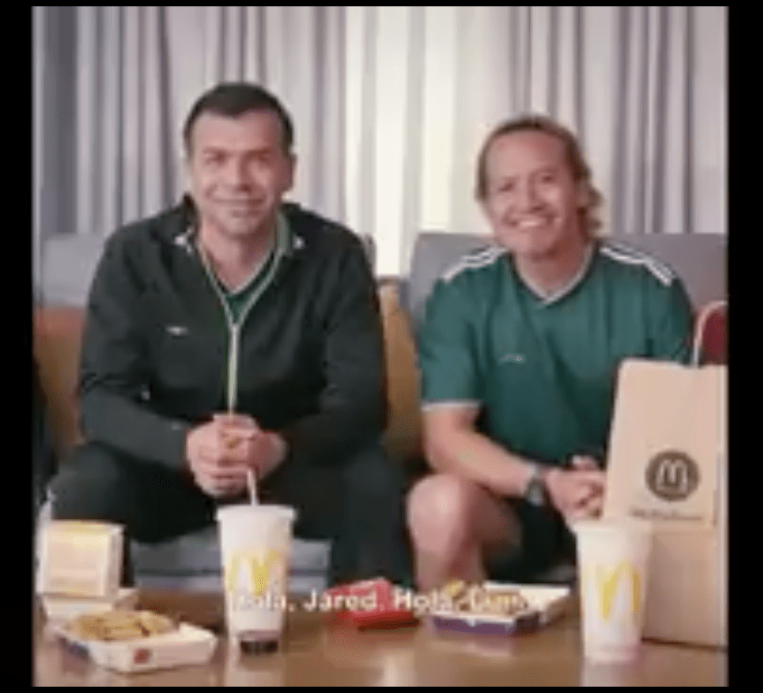 Borgetti y Luis Hernández tratan de convencer a Pirlo de apoyar al tri