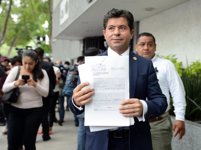Demanda diputados PAN contra AMLO y Meade