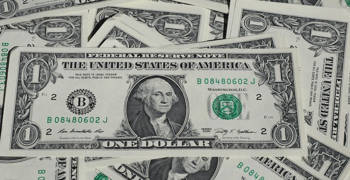 Dólar alcanza los 21 pesos