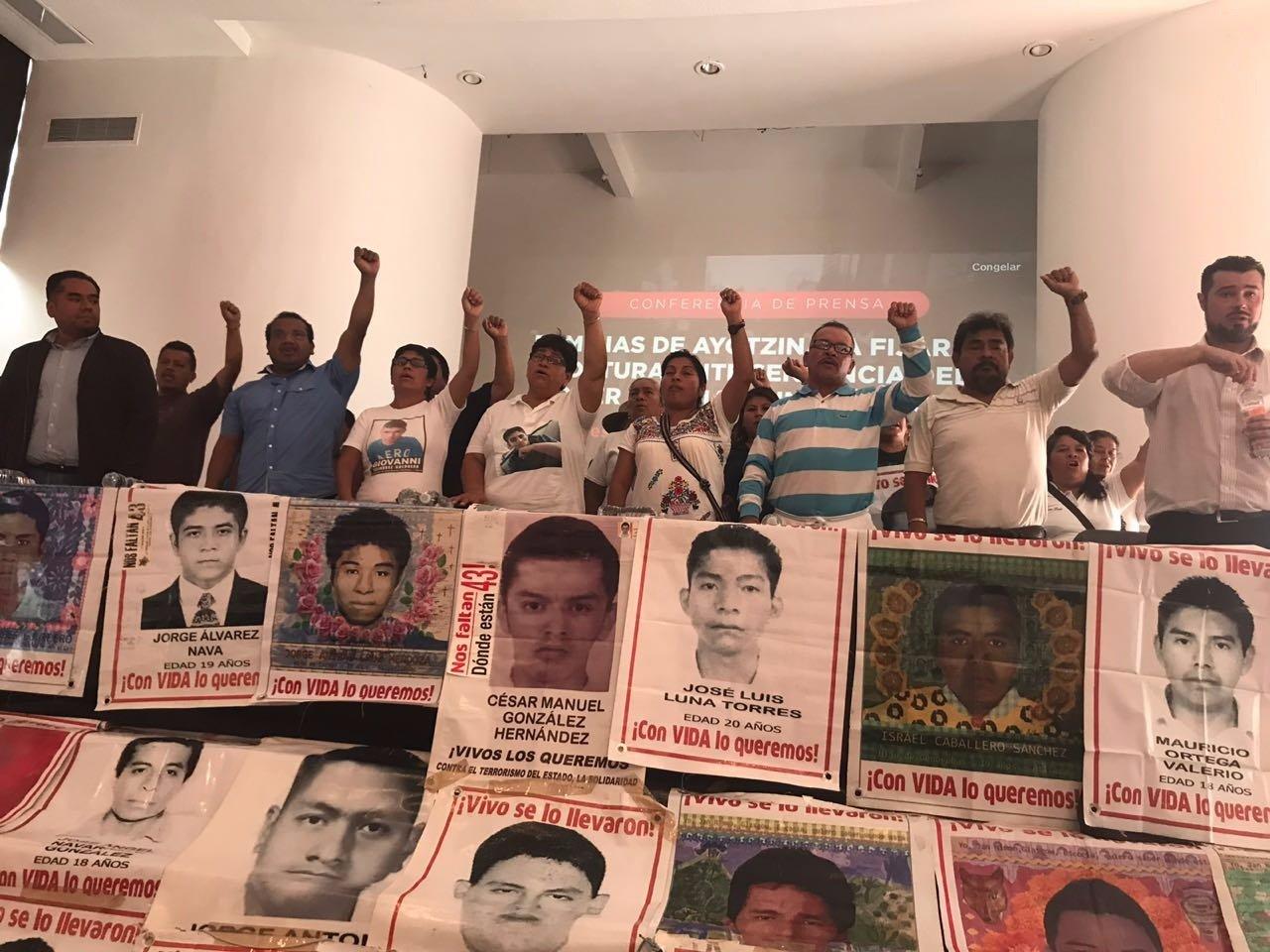 Padres del caso Ayotzinapa exigen a EPN crear la Comisión de la Verdad