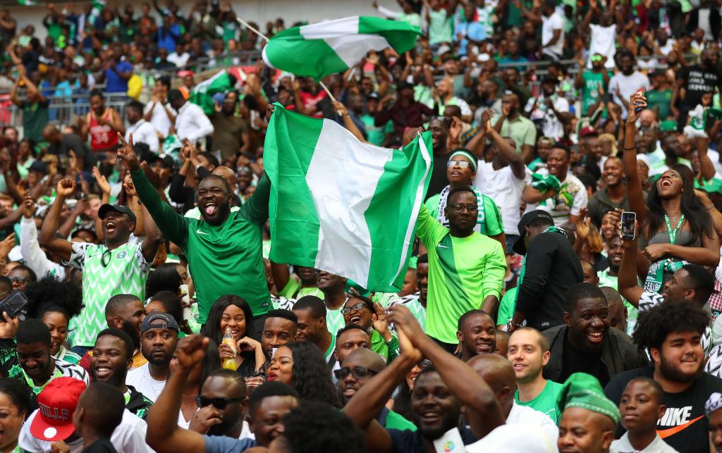 Aficionados de Nigeria no pueden meter gallinas al estadio