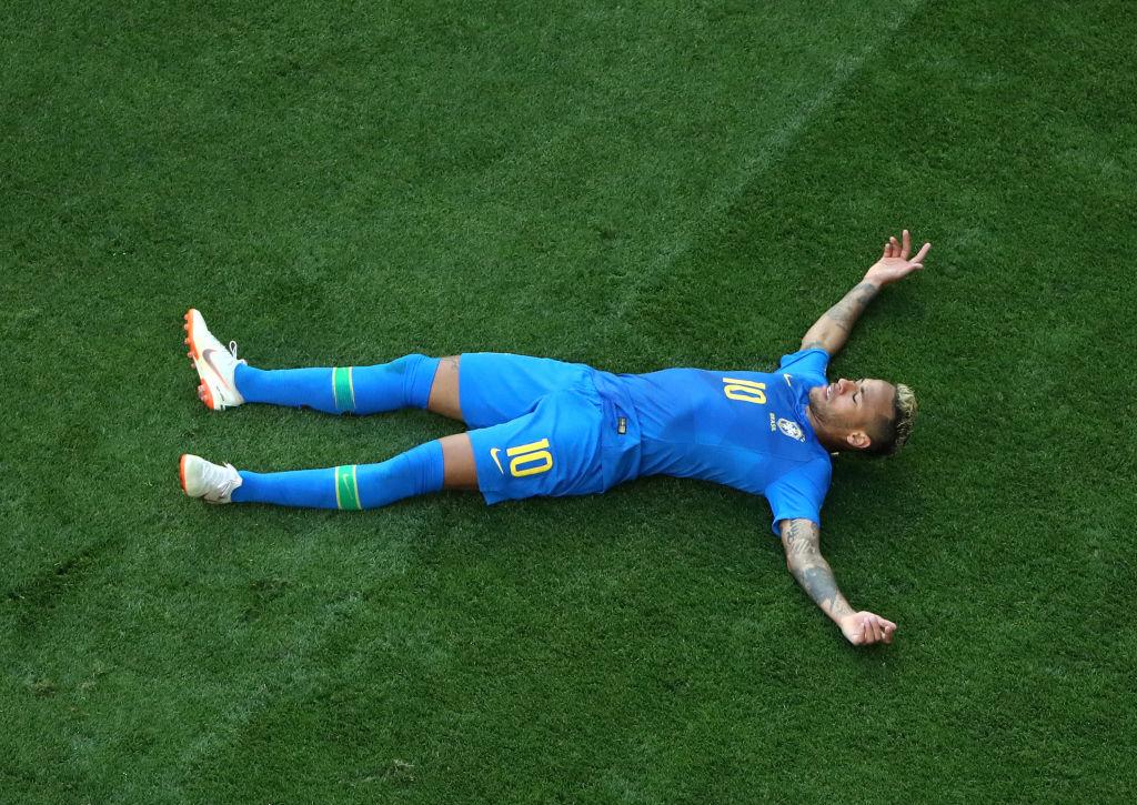 Bar en Brasil va a regalar un shot cada que Neymar se caiga