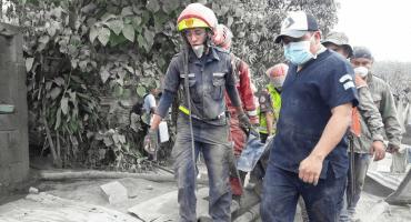 En medio de la tragedia, continúan las labores de rescate en Guatemala
