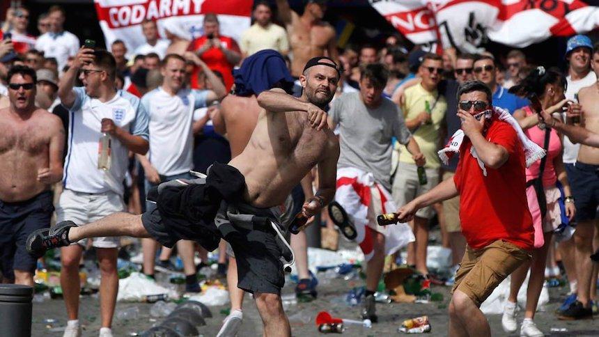 Hooligans toman las calles de Marsella
