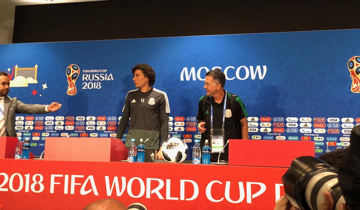 Guillermo Ochoa y Juan Carlos Osorio conferencia México vs Alemania