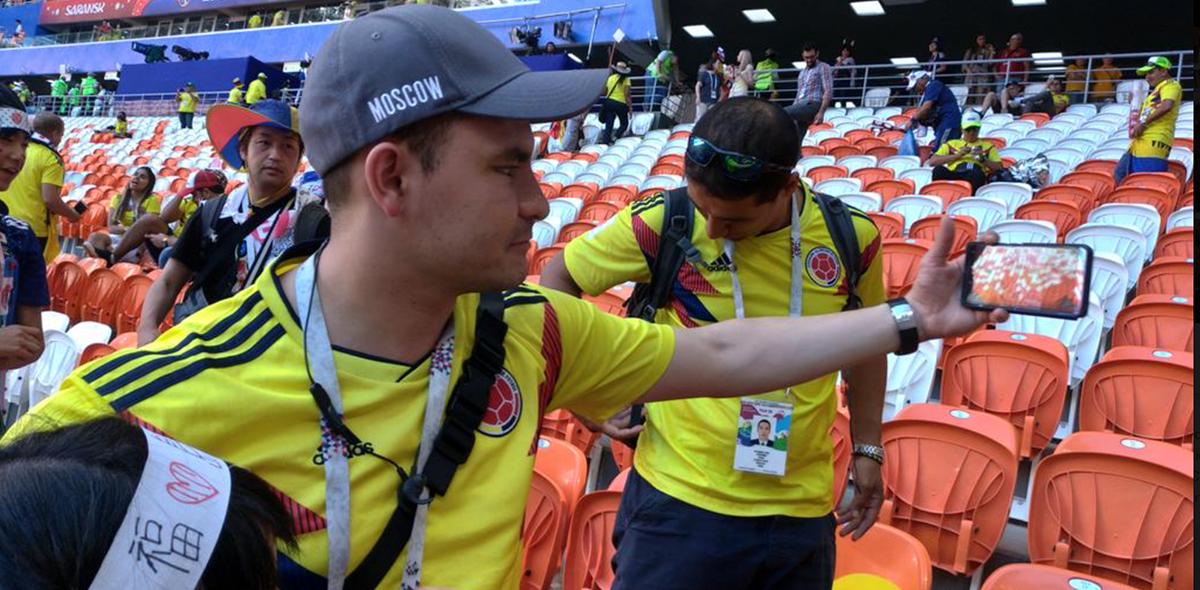 Fans japoneses y colombianos limpian estadio en Rusia 2018