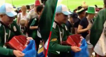 ¡Claro que podemos! Mexicanos también recogieron su basura del estadio