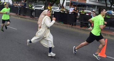 Esta monja corrió un maratón en Colombia vistiendo su hábito