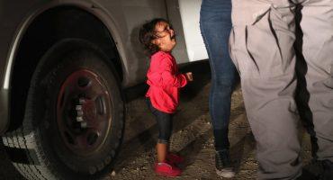 La niña que aparece llorando en la histórica foto no fue separada de su madre
