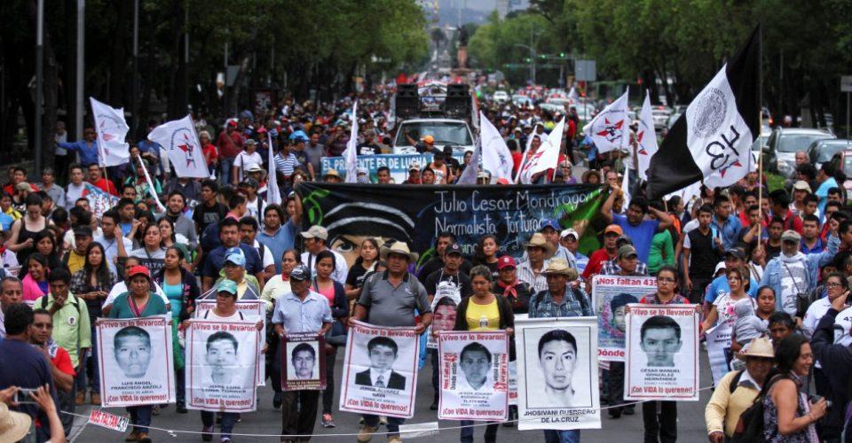 Procuradores y fiscales se oponen a Comisión de la Verdad en caso Ayotzinapa: va contra Constitución