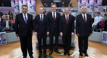 Para el tercer debate presidencial, los candidatos sentaditos y 'sin guayaberas'