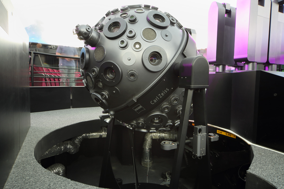 Prototipo del Satelite Sputnik utilizado para realizar proyecciones en el Planetario de Moscu