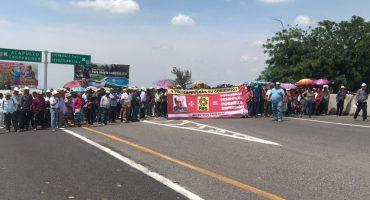 Tomen precauciones: Antorcha Campesina bloquea el 'Paso Express' de Cuernavaca