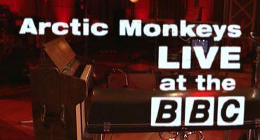 Mira a Arctic Monkeys repasar su historia con este Live para la BBC