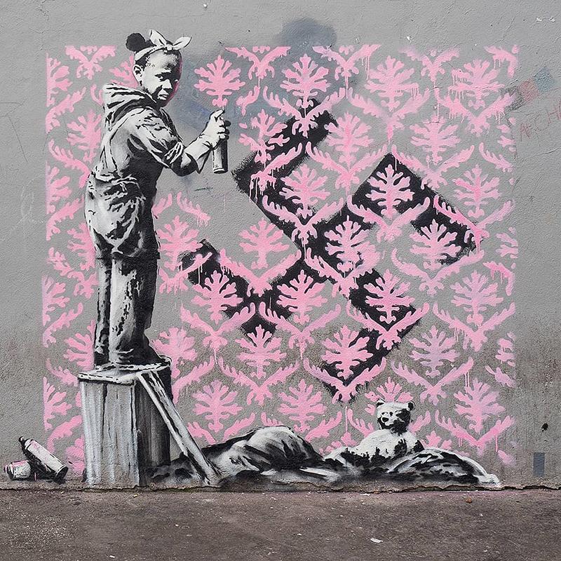 Banksy 'ataca' París con una serie de obras callejeras sobre la migración