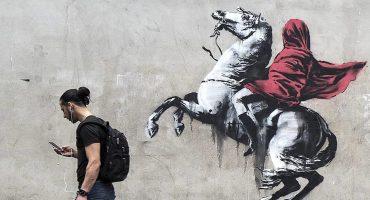 Banksy 'ataca' París con una serie de obras callejeras sobre migración