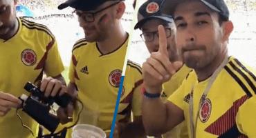 ¡Tómalaaa! Aficionado colombiano que metió alcohol en binoculares se quedó sin chamba