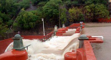 En Guanajuato, las intensas lluvias provocan desbordamiento de Presa de la Olla